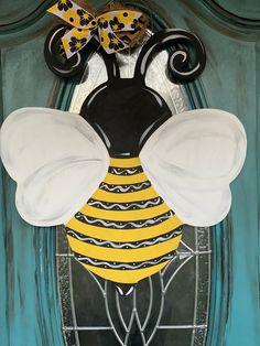 Sunflower Door Hanger, Pumpkin Door Hanger, Wooden Art, Wooden Crafts, Wooden Signs, Wood Bees, Wooden Cutouts, Wooden Door Hangers, Bee Crafts
