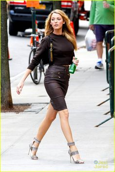 Blake Lively sets pulses racing in a coat with very little underneath. before slipping into thigh high boots on set of photo shoot Fantastic form: Blake Lively showcased her trim figure in a brown leather pencil skirt and matching cropped jumper Blake Lively Outfits, Blake Lively Moda, Blake Lively Fashion, Blake Lively Style Casual, Blake Lively Makeup, Blake Lively Dress, Blake Lively Gossip Girl, Gossip Girl Fashion, Look Fashion