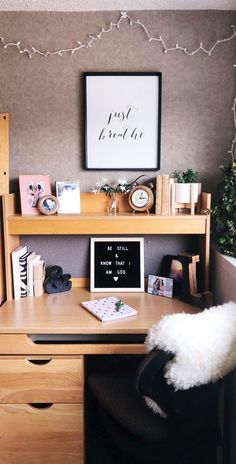 Nice 34 Vintage Dorm Room Organization Ideas For Saving Space. : Nice 34 Vintage Dorm Room Organization Ideas For Saving Space. Dorm Room Desk, Cute Dorm Rooms, Dorm Desk Decor, Dorm Walls, Dorms Decor, College Apartments, College Room, College Desks, College Bedrooms