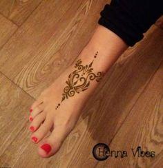 Hübsches Fußdesign von Henna Vibes – Tatoo for Noel Hot Tattoos, Star Tattoos, Trendy Tattoos, Sleeve Tattoos, Tatoos, Henna Pie, Tatoo Henna, Hand Henna, Henna Designs Feet