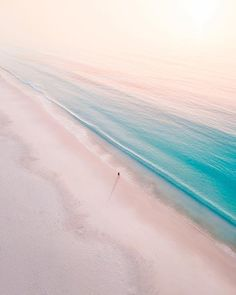 How incredible are these colors & Hyams Beach, Jervis Bay, Australia. & Which of these photos do you like the most? & Tag someone who absolutely has to see these! Photos by The post How incredible are these colors Hyams appeared first on . Best Vacations, Vacation Trips, Jervis Bay Australia, Best Honeymoon Locations, Honeymoon Destinations, Holiday Destinations, Wonderful Places, Beautiful Places, Beach Vibes