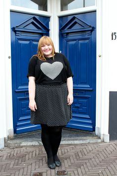 kathastrophal.de | Plus Size Outfit, vacation capsule - wearing a black and white dotted skirt and a pullover with a striped heart