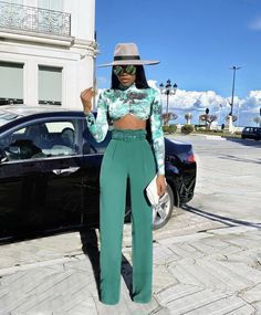 This season, we are catching some fun ways to layer from creatives with bright colored maxi coats, printed sets, and fur. Boujee Outfits, Classy Outfits, Stylish Outfits, Fashion Outfits, Black Girl Fashion, Look Fashion, Mode Blake Lively, Mode Ootd, Brunch Outfit