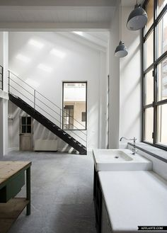 loft no6 : in a courtyard of milan an old lab was turned into an interesting loft by architect roberto murgia.