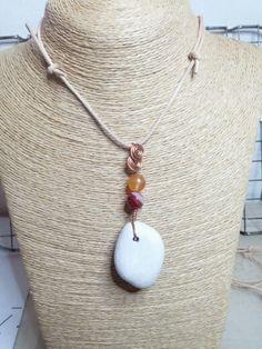 Collana con sasso, lavorazione in rame e perline #homemade #madewithlove #perasperaadastra #collana #fattoamano #rame #jewerly