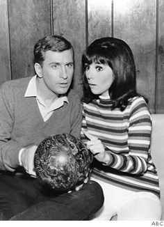 Donald & Ann Marie - That Girl   (Ted Bessell & Marlo Thomas)  I remember this episode so well.  It was sooo funny.