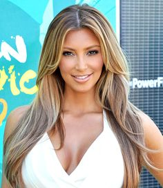 Kim Kardashian is known for her striking beauty since bursting onto the Hollywood scene in but her look has changed quite a bit since then. Have a gander at the Keeping Up With the Kardashian… Kim Kardashian Meme, Kim Kardashian Before, Kim Kardashian Pregnant, Kim Kardashian Wedding, Kardashian Nails, Kardashian Style, Kardashian Kollection, Kim K Blonde, Teen Choice Awards