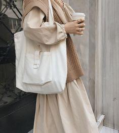Street Hijab Fashion, Muslim Fashion, Korean Fashion, Modest Outfits, Simple Outfits, Mode Old School, Hijab Style, Hijab Fashion Inspiration, How To Pose