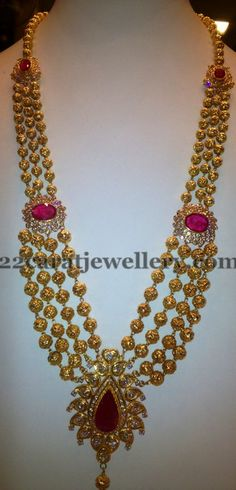 gundla haram latest carat gold four step gundla haram with a central pendant studded with uncut diamonds and ruby & two cz ruby motifs on either side. Weight: 70 grams For inquiries contact on whatsapp: 97 00 009000 Indian Jewellery Design, Latest Jewellery, Indian Jewelry, Jewellery Designs, Jewelry Design Earrings, Gold Earrings Designs, Gold Jewelry, Gold Necklaces, Beaded Jewelry