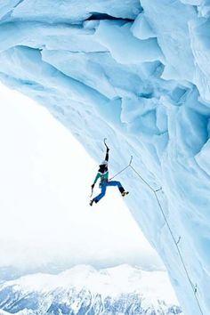 Escalade sur un glacier - Crédit : Pinterest / Amandine Moreau