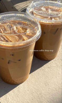 Aesthetic Coffee, Aesthetic Food, Brown Aesthetic, Aesthetic Pics, Think Food, Love Food, Iced Coffee, Coffee Shop, Coffee Break