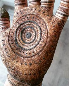 mind blowing mehndi design.Amazing pattern #mehndi #mehndidesign #henna #hennadesign #hennatattoo #hennaart #mehndiart #mehendidesign #mehndidesignforhand
