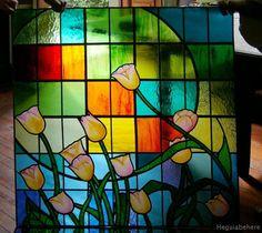 tulipanes Tulipanes en vitral con flores pintadas con esmaltes vitrificables sin grisallas.  Residencia particular Monte Grande - Buenos Aires.-  #vitraux  #vidrio   #glass-art  #vetrata-decorata