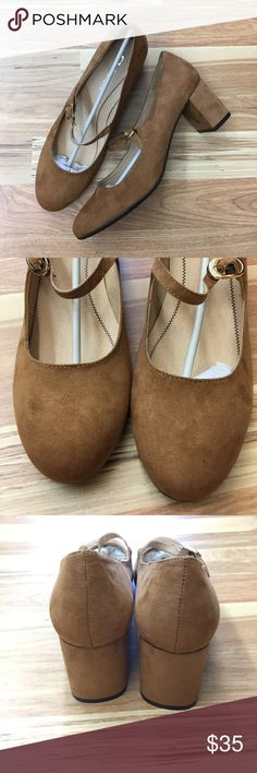 New CL by Laundry Mary Jane Carmel chunky heels Brand new CL by Laundry maryjane style heels. Never worn size 7 1/2 in perfect condition. Make an offer✨ Chinese Laundry Shoes Heels