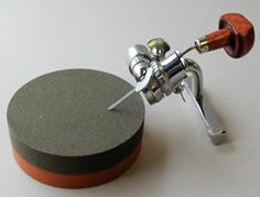 Oil stone and Crocker Sharpener for engraving tools. Engraving Tools, Metal Engraving, Gravure Metal, Intaglio Printmaking, Printmaking Supplies, Wood Carving Tools, Metal Tools, Plastic Plates, Jewelry Making Tools