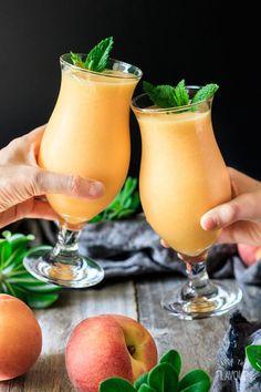 Drink Recipes Nonalcoholic, Alcohol Drink Recipes, Peach Daiquiri, Daiquiri Cocktail, Sumo Natural, Virgin Drinks, Virgin Summer Drinks, Virgin Mojito, Bebidas Detox