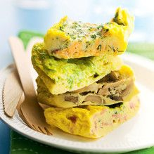 Beat 3 large, room-temperature eggs, with milk or water until slightly foamy. Omelettes, Turbo Tup, Tupperware Recipes, Crab Meat, Smoked Salmon, Soul Food, Ham, Seafood, Stuffed Mushrooms