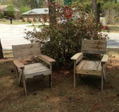 I found this awesome chair design on the internet. I decided to make mine from pallet wood. Submitted by: Andrew Kinglsey !…