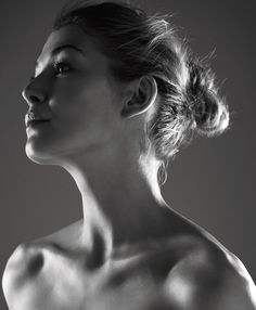"hollywood-portraits: ""Rosamund Pike photographed by Lorenzo Agius, "" Rosamund Pike, Photo Portrait, Portrait Photography, Photography Lighting, Black And White Portraits, Black And White Photography, Gone Girl, Foto Art, English Actresses"