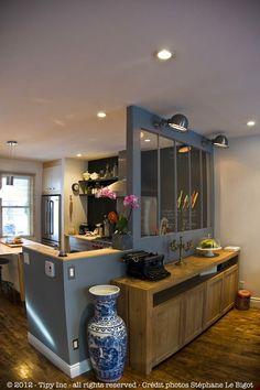salle-a-manger-buffet-contemporain-bois. Dining Room Colors, Dining Room Design, Küchen Design, House Design, Loft Design, Design Ideas, Sweet Home, Glass Partition, Kitchen Dining