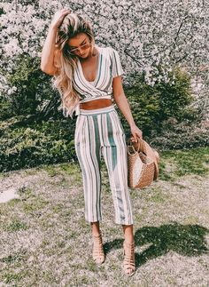 Cute striped two piece pants outfit. Look Fashion, Fashion Outfits, Womens Fashion, Fashion Trends, Skirt Fashion, Spring Summer Fashion, Spring Outfits, Pullover Rock, Casual Outfits