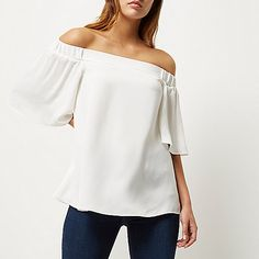 Relaxed fit Bardot neckline Frilly short sleeves This style is also available in the RI Plus collection