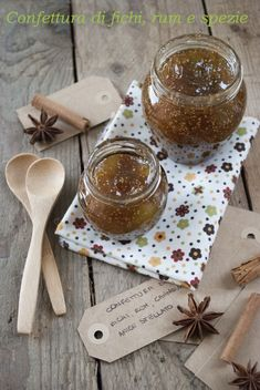 Confettura di fichi, rum, cannella e anice stellato Chocolate Coffee, Chocolate Desserts, Italian Dishes, Italian Recipes, Pesto, Jam Cookies, Sauces, Salsa, Beautiful Fruits