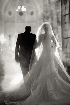 Beautiful and athmospheric. Father of the bride, Walking down the aisle. Wedding photograph inspiration
