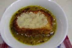 Supa de ceapa frantuzeasca, foarte gustoasa si rafinata, o putem gasi in aproape orice restaurant. Din doar cateva ingrediente o putem prepara acasa. Reteta