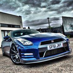 Blue Godzilla - Nissan GT-R