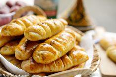 Zachte gehaktbroodjes | Kookmutsjes Food Buffet, Ras El Hanout, Savory Pastry, High Tea, Bread Baking, Afternoon Tea, Hot Dog Buns, Bread Recipes, Sandwiches