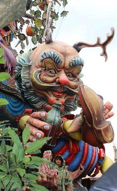 #carnevale #putignano2014 bellissimi carri mascherati
