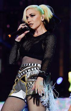 Hollaback girl music video gwen stefani 27189681 908 680g 908 gwen stefani fashion blake shelton forever young sciox Gallery