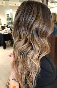 Do you feel bore with your existing hair colors? Are you looking for fresh hair colors to sport in this year? See here the amazing ideas of bronde hair colors to sport with various hair lengths. We have collected here some best styles of fresh hair colors At Home Hair Color, Cool Hair Color, Hair Color 2018, 2018 Color, Hair 2018, In Style Hair Colors, Summer Hair Colour, Winter Hair Colors, Teen Hair Colors