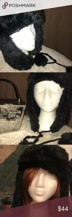 🌬Beautiful Black Faux Fur Aviator/Trapper Hat Beautiful faux fur hat that covers the ears. Unisex Aviator/Trapper Hat Very warm very stylish. Has two ties that you can tie into a bow to tighten so it fits snugly around your head better and to keep you warmer. Check out the pics. Lightly used if at all. It's important that your happy with all my items before and after purchase. If you would like more info or another pic please let me know. Thanks for looking! Good bless, love, light, and…