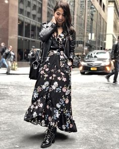 43 Lovely Floral Skirt Dresses Outfits Ideas For Spring Floral Skirt Outfits, Floral Maxi Dress, Dress Outfits, Streetwear Mode, Streetwear Fashion, The Dress, Dress Skirt, Modest Fashion, Fashion Dresses