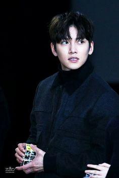 ❤❤ 지 창 욱 Ji Chang Wook ♡♡ why so handsome. Ji Chang Wook Smile, Ji Chang Wook Healer, Ji Chan Wook, Hot Korean Guys, Korean Men, Asian Actors, Korean Actors, Korean Dramas, Hot Actors