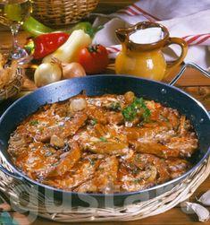 Lajos Mari konyhája - Bakonyi sertésborda Pork Chops, Curry, Meat, Chicken, Ethnic Recipes, Food, Red Peppers, Curries, Essen