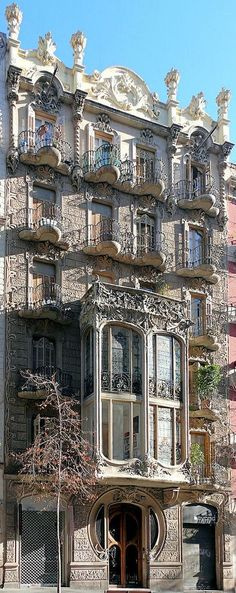 Casa Cairó is a building in the district of La Antigua Izquierda del Eixample in Barcelona. It was designed by the architect Domènec Boada i Piera in 1906 with a modern Baroque facade. Architecture Antique, Art Nouveau Architecture, Beautiful Architecture, Art And Architecture, Architecture Details, Interesting Buildings, Amazing Buildings, Places Around The World, Around The Worlds