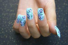 Accede a más diseños de uñas con flores en este link: http://www.imujer.com/2010/10/10/unas-decoradas-con-flores