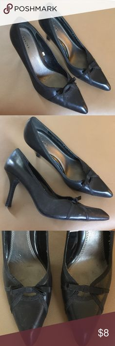 Merona heel. Bow tie front with pointed toe. Very cute with a vintage appeal. Like new condition, nonslip rubber sole. Merona Shoes Heels