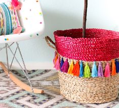 Tassels have risen in popularity lately and for good reason too. You'll find all of these projects in our super-sized roundup of 50 DIY tassel crafts. Diy Tassel, Tassels, Fun Crafts, Arts And Crafts, Basket Planters, Basket Bag, Wall Tiles, Decorating Your Home, Straw Bag