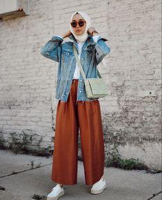 Hijab Fashion Summer, Modest Fashion Hijab, Modern Hijab Fashion, Street Hijab Fashion, Casual Hijab Outfit, Hijab Fashion Inspiration, Modest Outfits, Simple Outfits, Fashion Muslimah