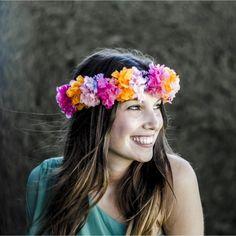 #Tocado Corona de Hortensias en fucsia y naranja- Disponible en más colores gloriavelazquez.com #coronasdeflores