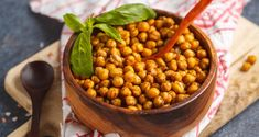 Healthy snack - baked spicy chickpeas in wooden bowl. Beef Recipes, Whole Food Recipes, Chicken Recipes, Vegan Recipes, Vegan Food, Breakfast Food List, Breakfast Recipes, Healthy Foods To Eat, Healthy Snacks