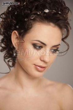 Quale acconciatura scegliere?Raccolta, semiraccolta o con capelli sciolti?http://goo.gl/tdLUjv