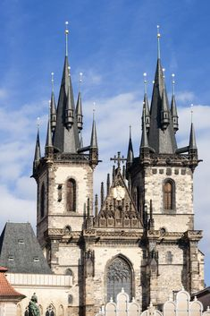 Twin Gothic steeples of Church of Our Lady before Tyn, Old Town iconic landmark, UNESCO World. Wonderful Places, Beautiful Places, Prague Old Town, Church Of Our Lady, Jesus Cristo, Niqab, Cathedrals, Czech Republic, Old World