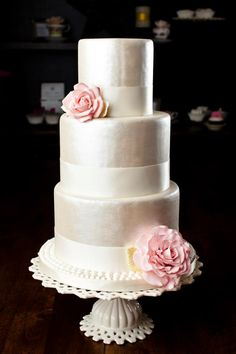 Daily Wedding Cake Inspiration (New!). To see more: http://www.modwedding.com/2014/08/04/daily-wedding-cake-inspiration-new-6/ #wedding #weddings #wedding_cake Featured Wedding Cake: Melissa L'Abbe Cake Design