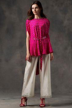 Buy Bandhani Cape Top by Twenty Nine at Aza Fashions Kurta Designs, Kurti Designs Party Wear, Blouse Designs, Indian Designer Outfits, Indian Outfits, Indian Gowns Dresses, Long Dresses, Prom Dresses, Bandhani Dress