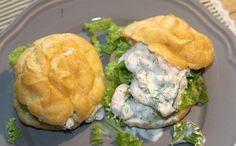 Vandbakkelser med sprød salat og frisk rejesalat – Dalsgaard i Skivholme